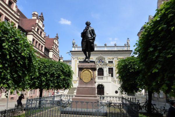 Leipzig: Naschmarkt mit Alter Börse und Goethe-Denkmal