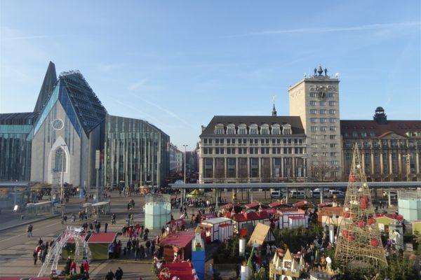 Leipzig: Blick auf den Augustusplatz mit neuem Paulinum und Kroch-Haus